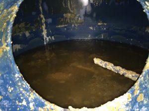 Acumulador muy sucio con bacterias Legionelosis